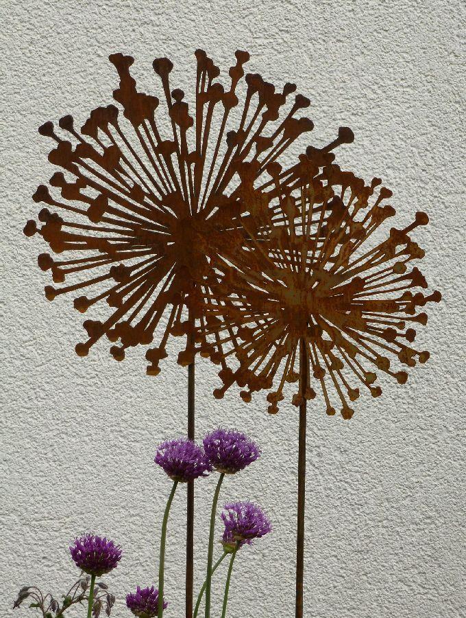 Gartenstab mit allium bl te 2 gr en rusty passion edelrost for Rostige gartenstecker